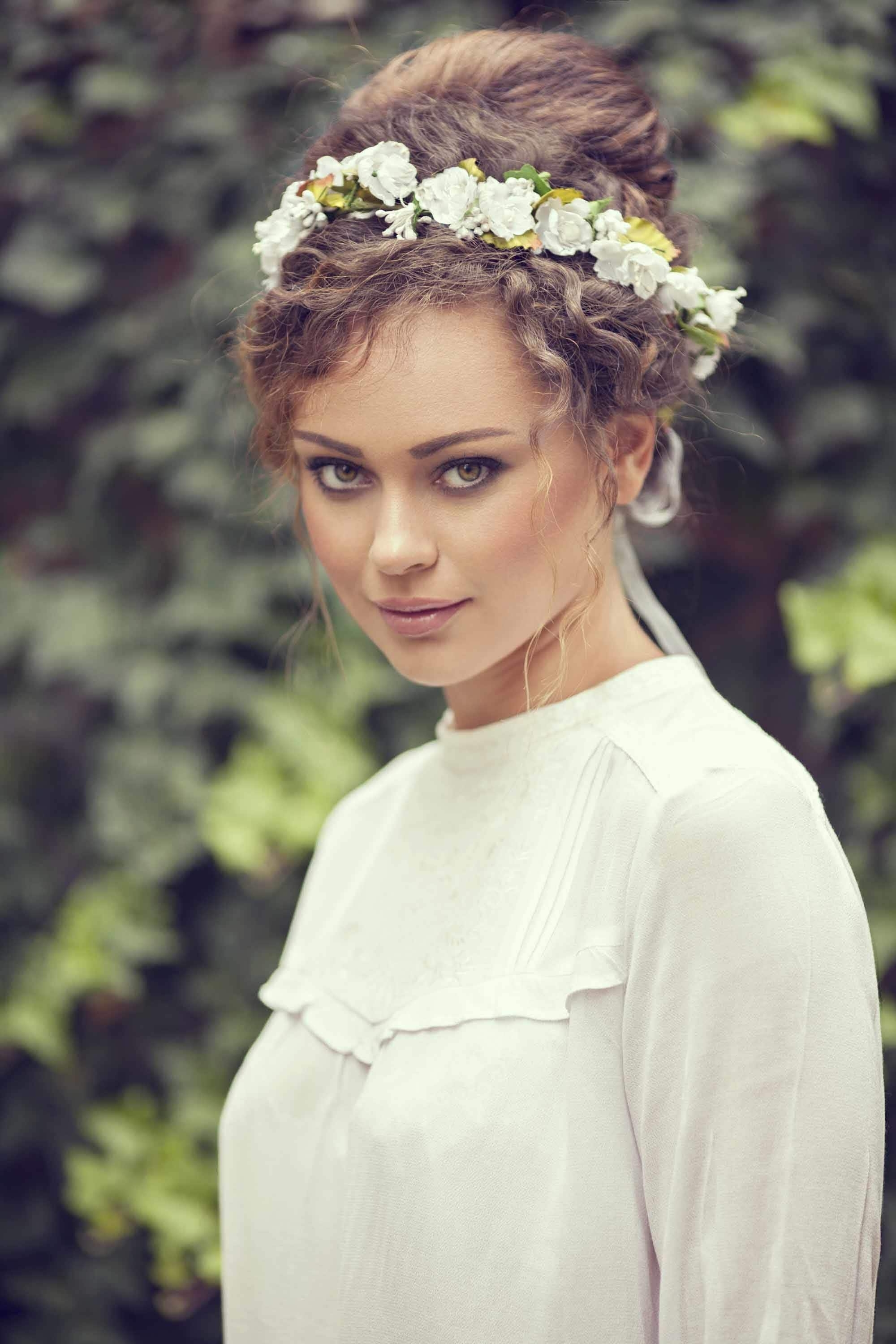 Wedding Updos For Curly Hair: 9 Gorgeous Looks To Try With Bridal Updos For Curly Hair (View 4 of 15)