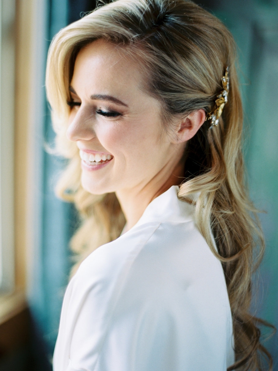 18 Dreamy Ways To Wear Your Hair Down On Your Wedding Day Inside 2017 One Side Up Wedding Hairstyles (View 2 of 15)
