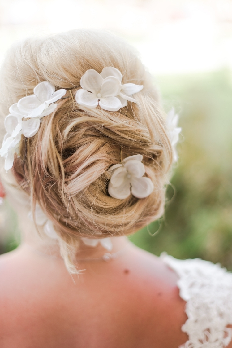 23 Gorgeous Beach Wedding Hairstyles From Real Destination Weddings Throughout Best And Newest Beach Wedding Hairstyles (View 1 of 15)
