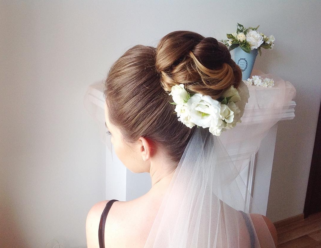 30 Wedding Hairstyles For A Perfect Bridal Look Throughout Most Up To Date Wedding Hairstyles With Veil Underneath (View 1 of 15)