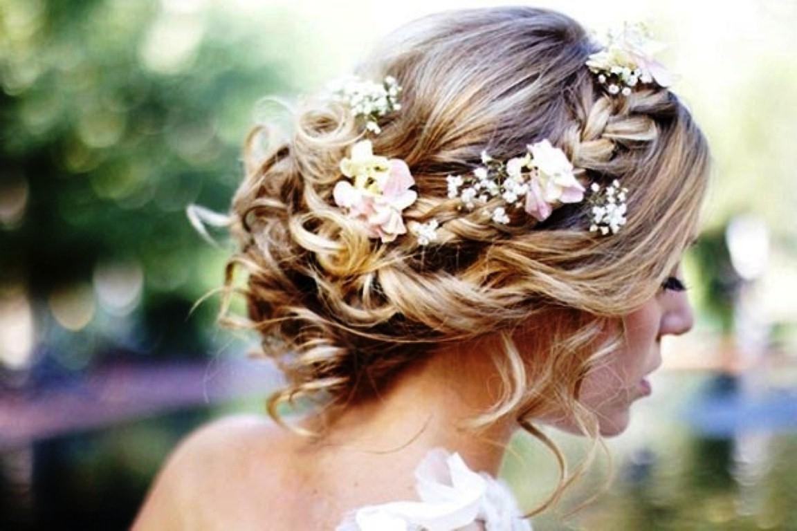 35 Elegant Wedding Hairstyles For Medium Hair – Haircuts Inside Well Known Wedding Hairstyles With Flowers (View 6 of 15)