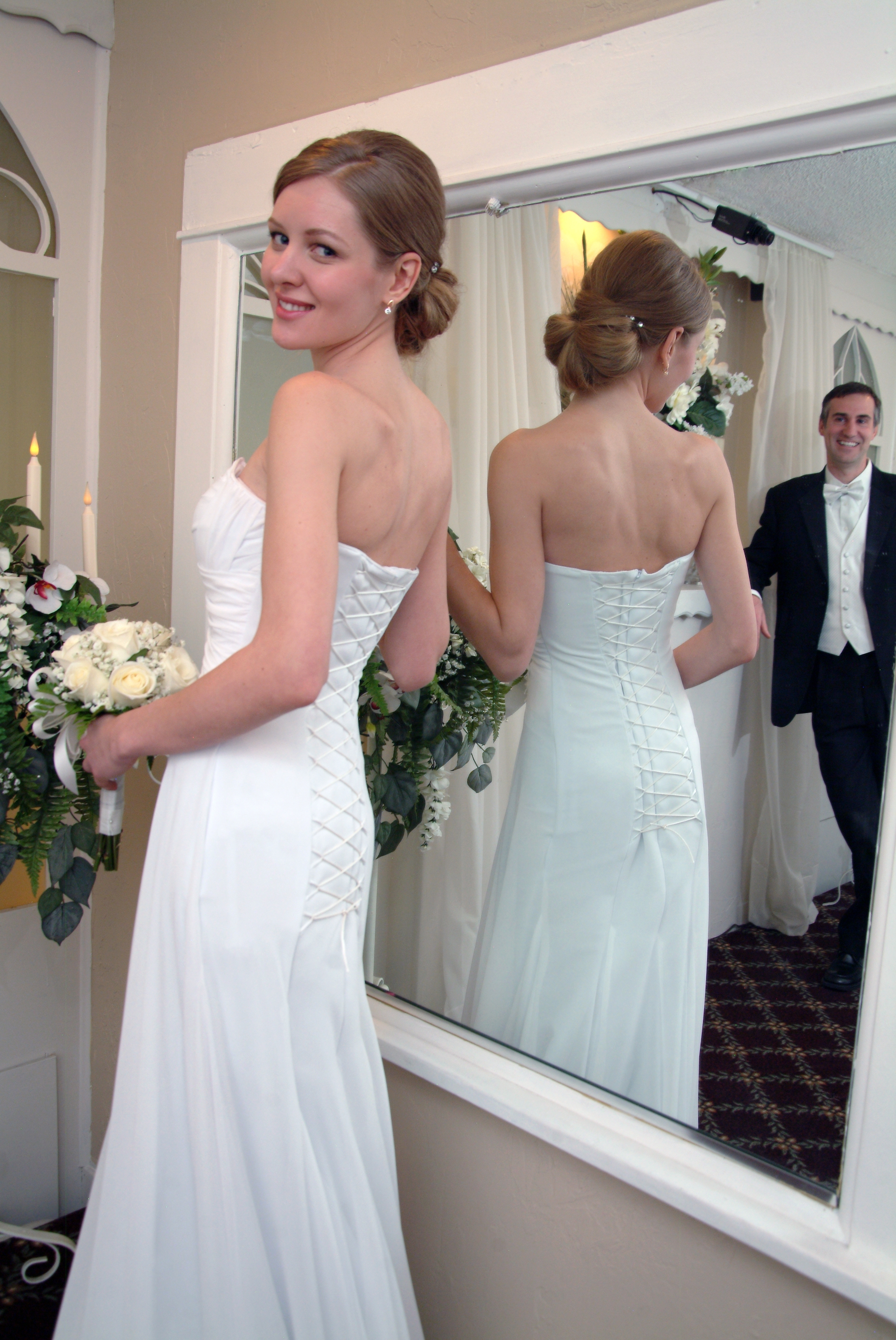 A Perfect Match: Dress To Wedding Hairstyle For Fashionable Wedding Hairstyles For V Neck Dress (View 2 of 15)
