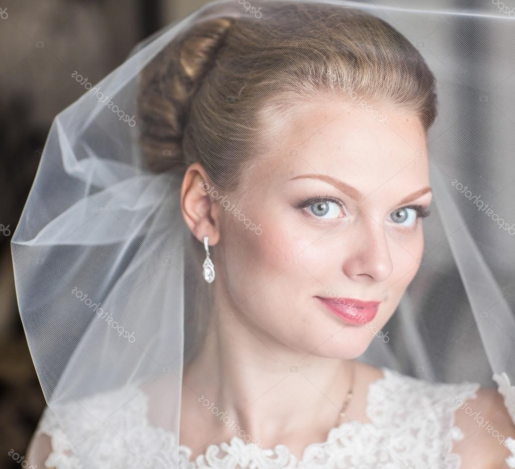Beautiful Bride With Fashion Wedding Hairstyle (View 11 of 17)