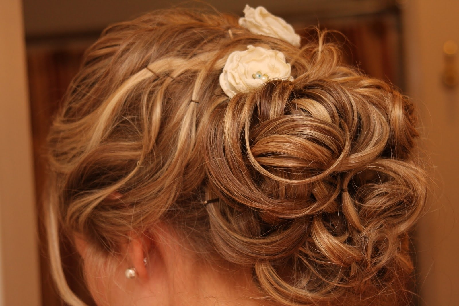 Best And Newest Low Updo Wedding Hairstyles With Wedding Hairstyles Ideas: Messy Low Updo Hairstyles For Curly Hair (View 14 of 15)