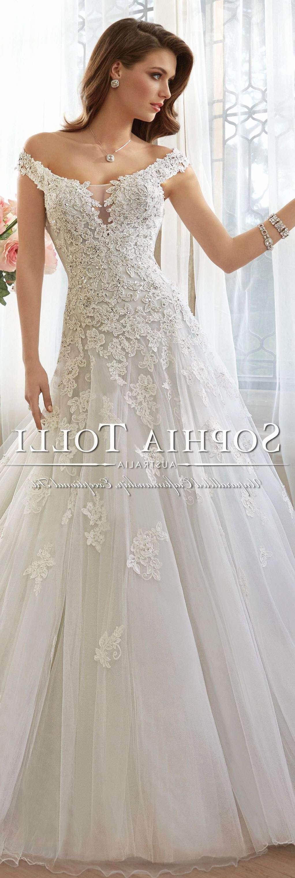 Best Design Inside Popular Wedding Entourage Hairstyles (View 10 of 15)
