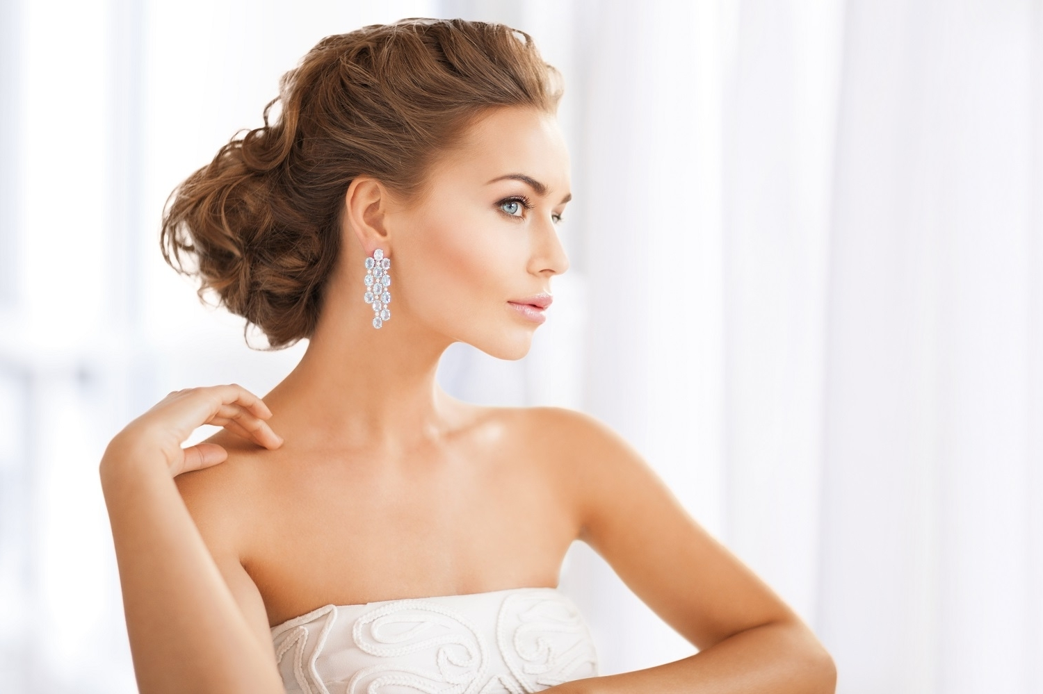 Choosing The Perfect Hairstyle To Match Your Wedding Dress – Al Inside Best And Newest Wedding Hairstyles To Match Your Dress (View 4 of 15)
