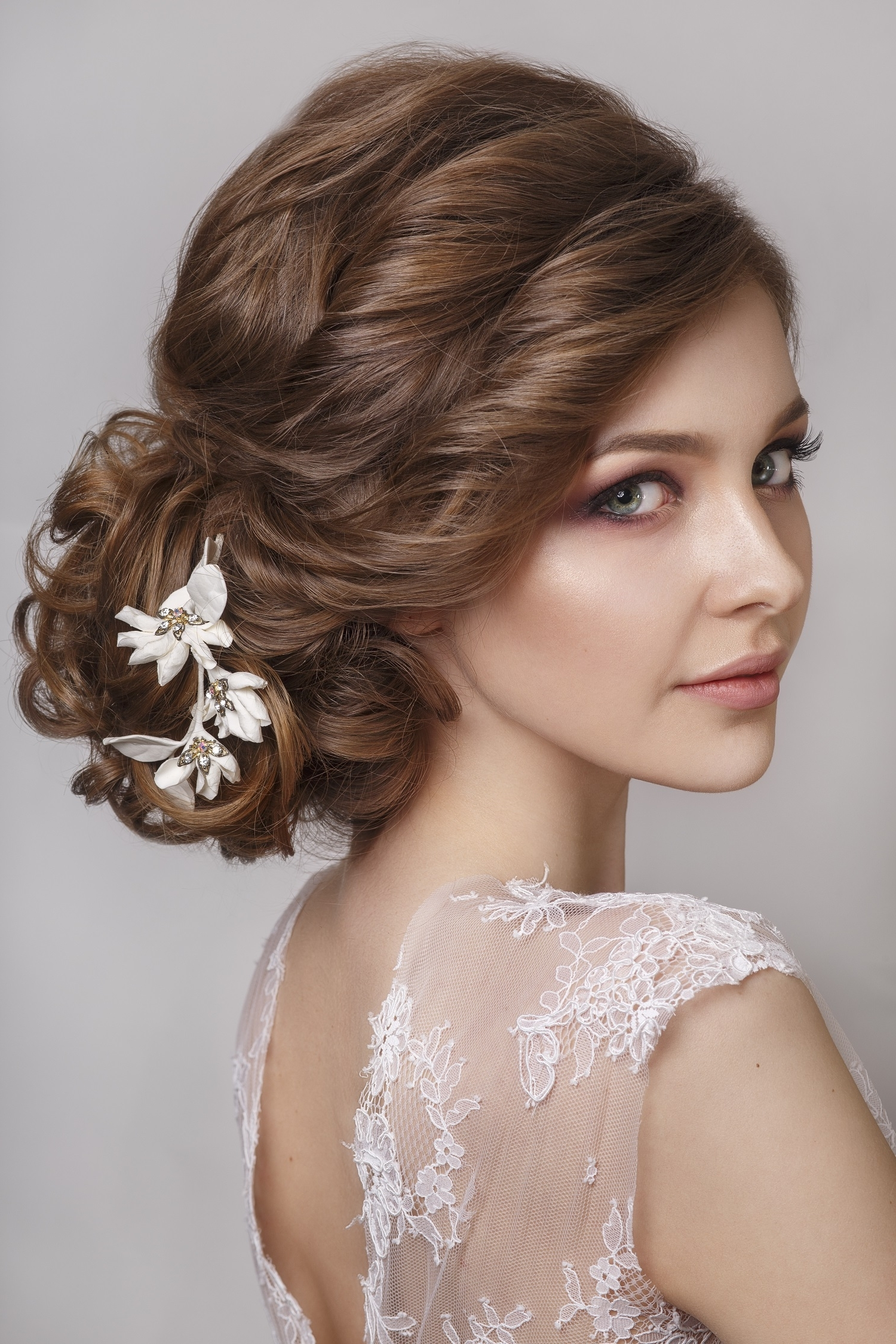 Choosing The Perfect Hairstyle To Match Your Wedding Dress – Al Inside Well Known Over One Shoulder Wedding Hairstyles (View 6 of 15)