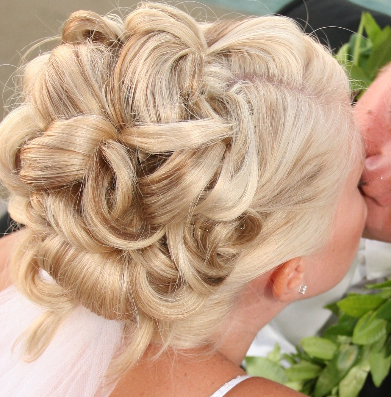 Current Audrey Hepburn Wedding Hairstyles With Regard To Pictures Of Updo Hairstyles Audrey Hepburn (View 6 of 15)