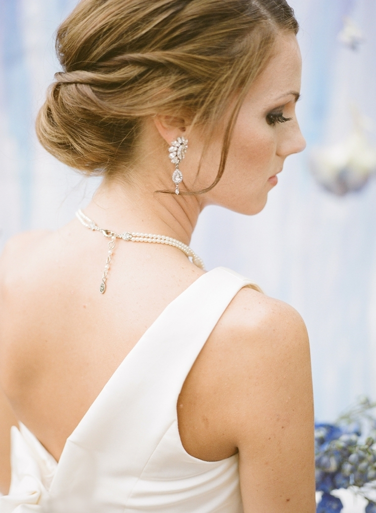 Current Over One Shoulder Wedding Hairstyles Inside How To Choose Your Wedding Jewelry – Every Last Detail (View 13 of 15)
