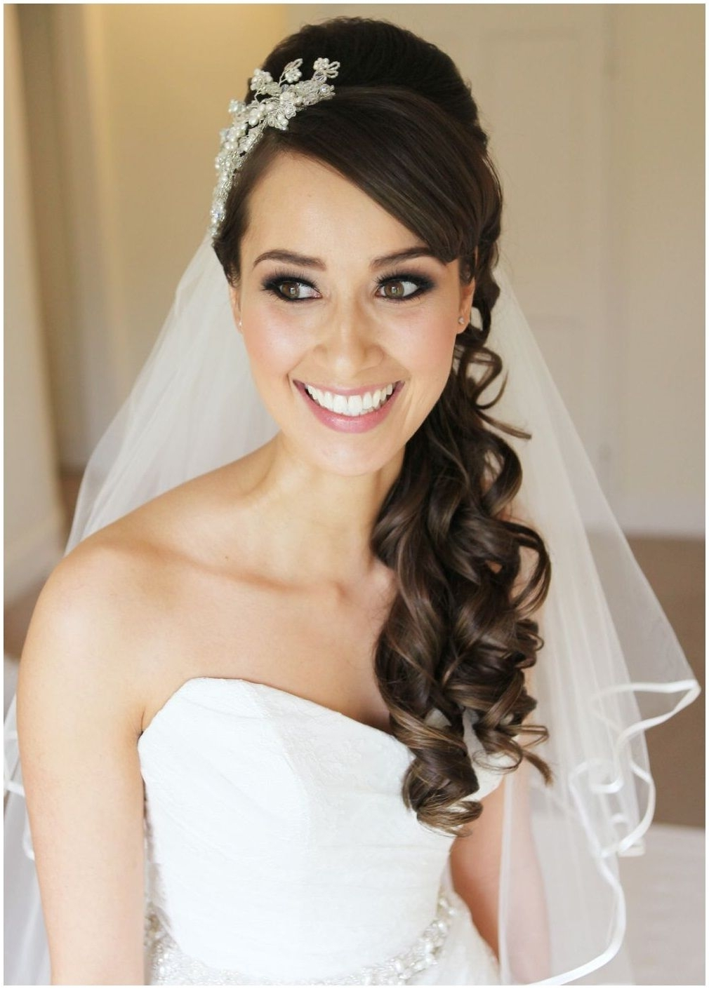 Current Wedding Hairstyles Down With Headband Regarding Wedding Hair Down With Headband And Veil (View 3 of 15)