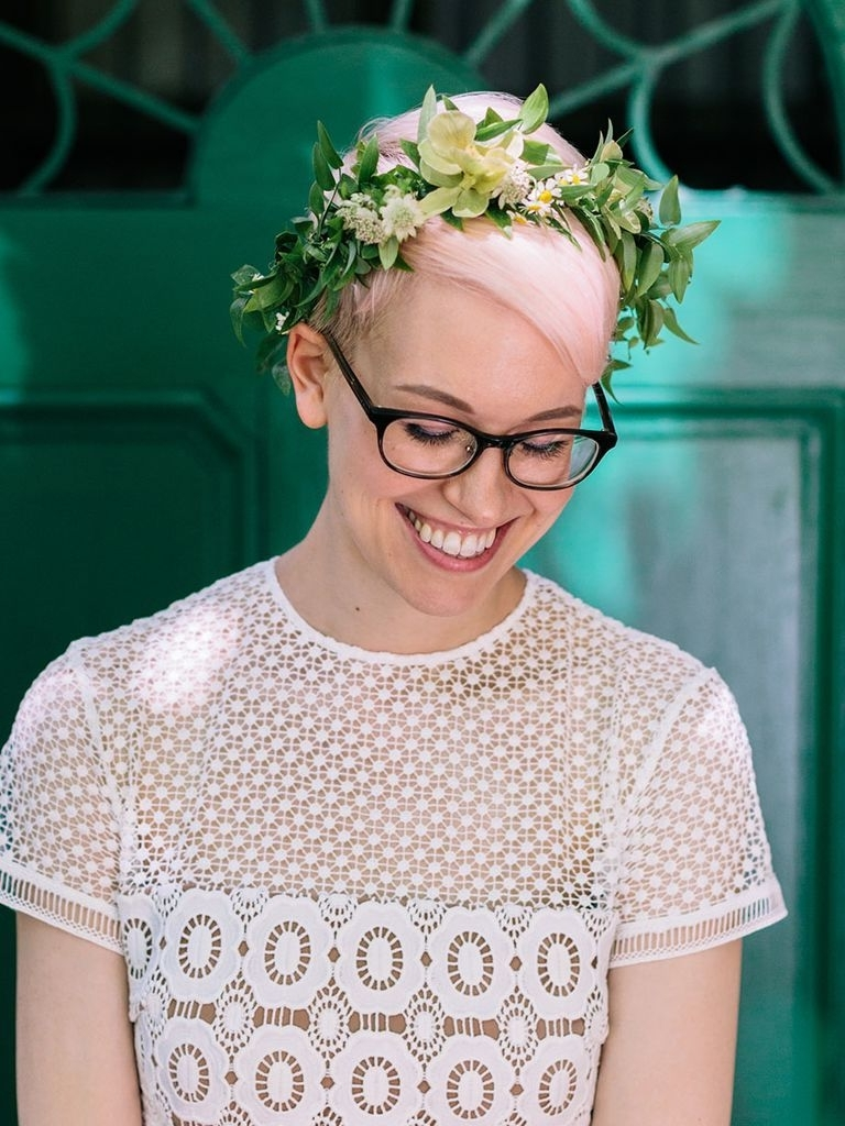Famous Wedding Hairstyles With Glasses With 31 Stunning Wedding Hairstyles For Short Hair (View 2 of 15)