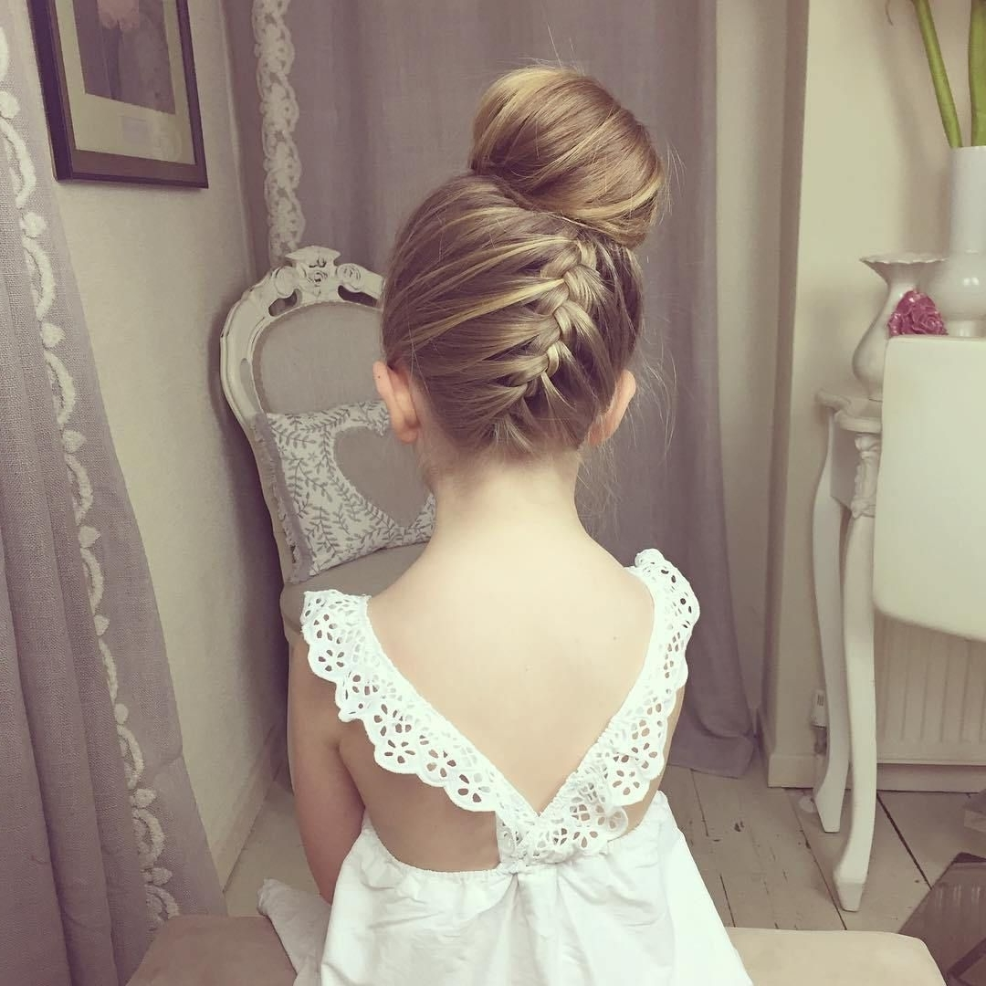 Fashionable Wedding Hairstyles For Little Bridesmaid, 80 Cute Flower With Most Current Wedding Hairstyles For Teenage Bridesmaids (View 4 of 15)