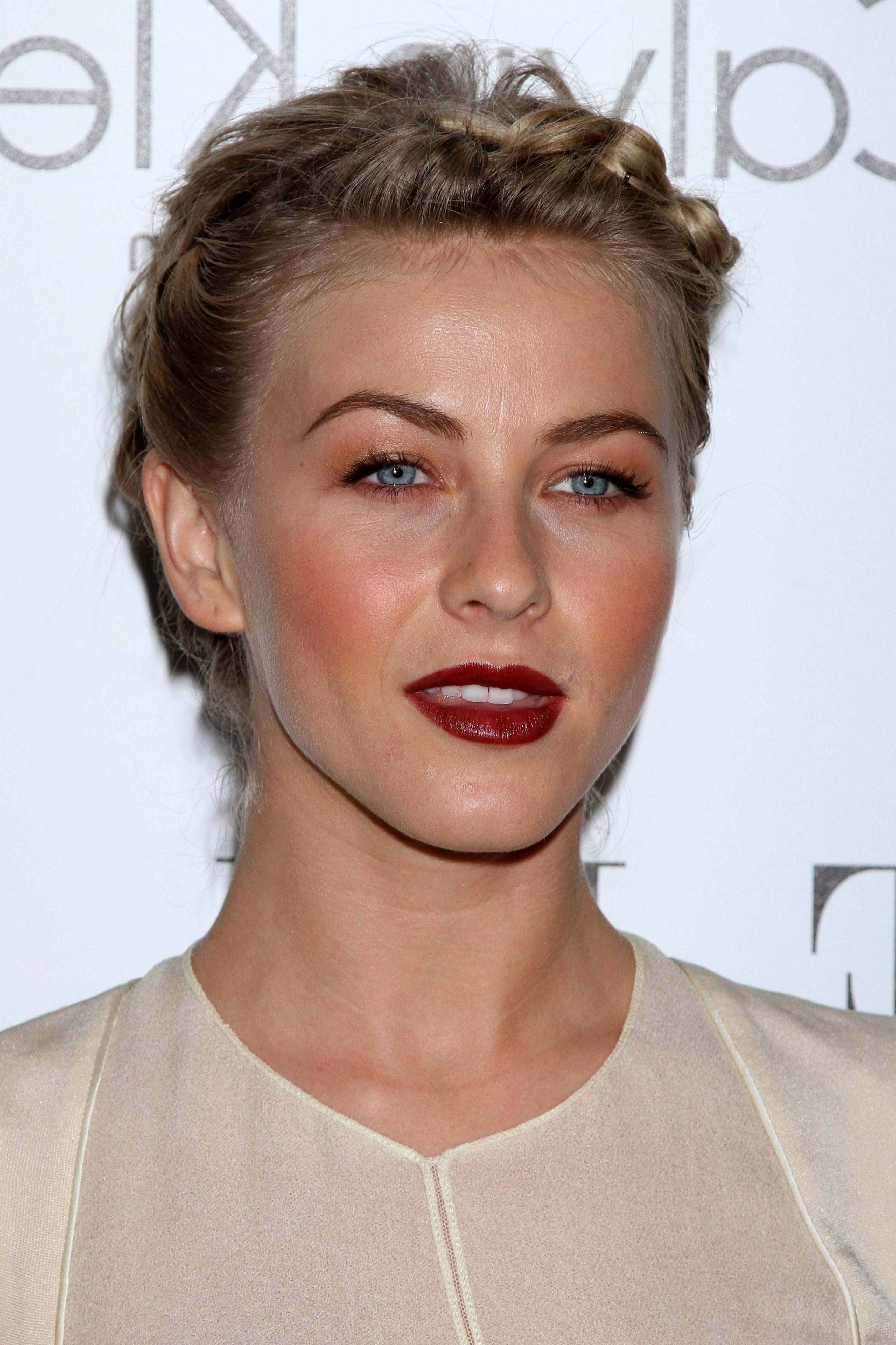 Get The Look: Julianne Hough Hairstyle (View 5 of 15)