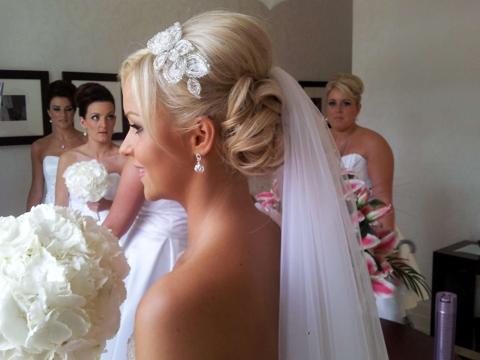 Featured Photo of Wedding Updos For Long Hair With Veil