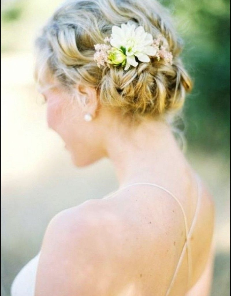 Featured Photo of Beach Wedding Hairstyles For Shoulder Length Hair