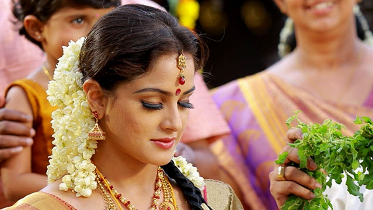 Kerala Hindu Bridal Hairstyles (Gallery 13 of 15)
