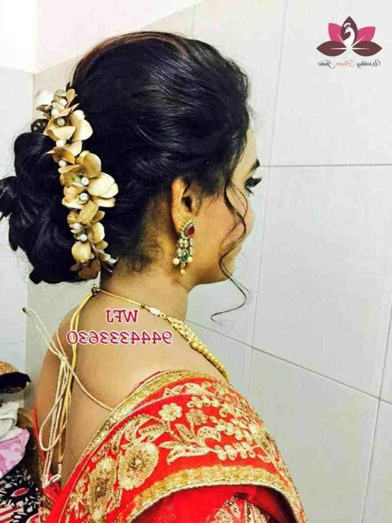Latest Wedding Hairstyles For Lehenga In Best Choli You Can Try In Your Wedding Best Messy Hairstyles Lehenga (View 9 of 15)