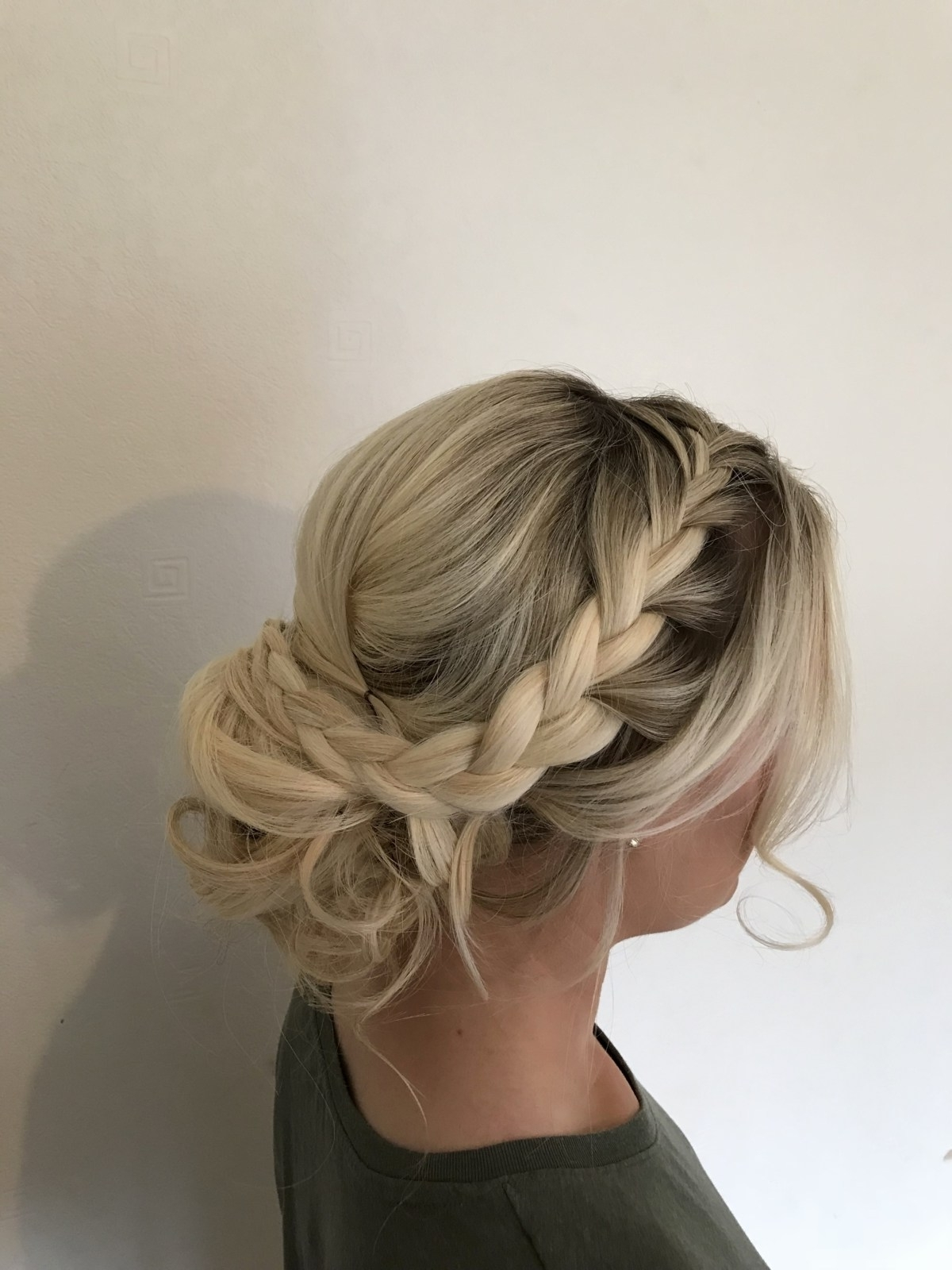 Luxury Wedding Hairstyles Relaxed (View 2 of 15)