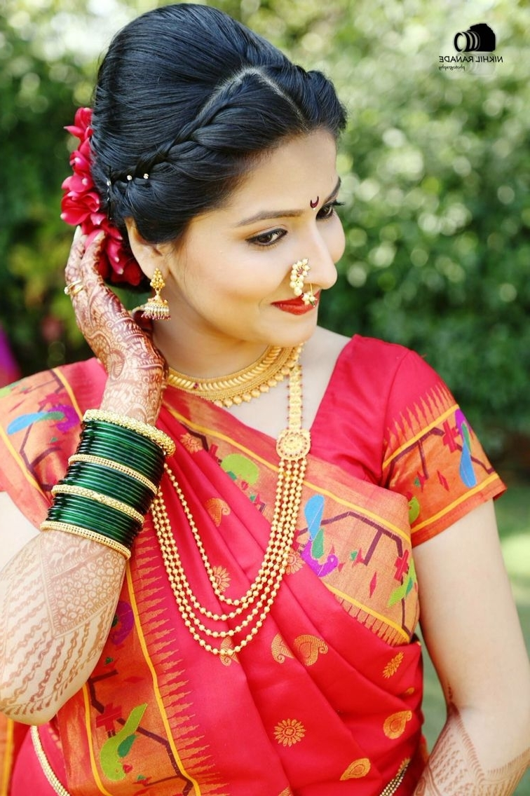 Maharashtrian Bride Wearing Traditional Saree And Bridal Jewellery Within 2018 Wedding Hairstyles For Sarees (View 7 of 15)