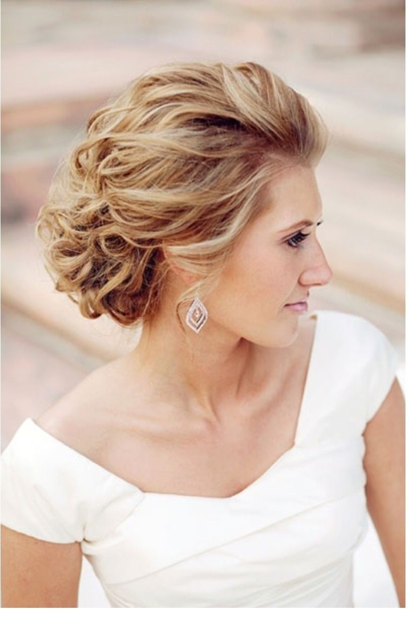 Makeup Intended For Popular Beach Wedding Hairstyles For Short Hair (View 8 of 15)