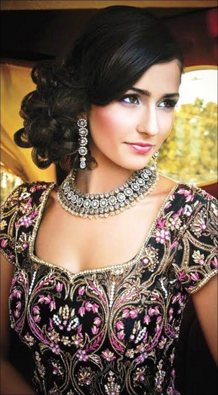 Most Current Hindu Bride Wedding Hairstyles With Regard To Hindu Bridal Hairstyles: 14 Safe Hairdos For The Modern Day Bride (View 13 of 15)
