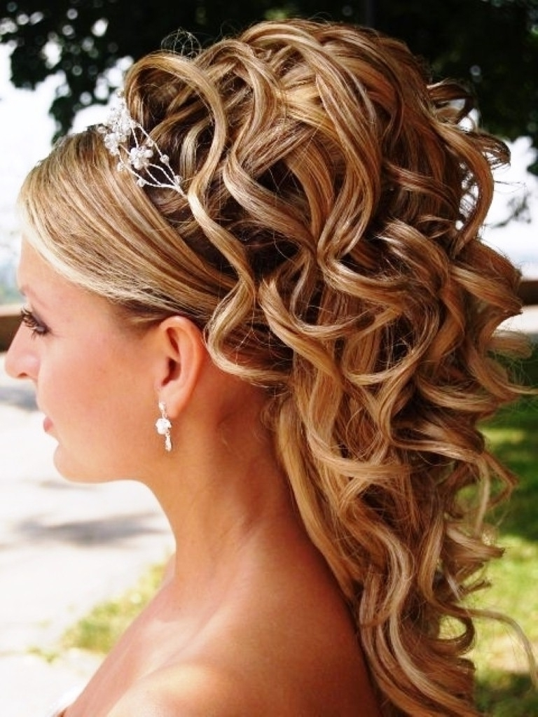 Photo: Wedding Hairstyles For Thin Shoulder Length Hair With Roses Pertaining To Latest Wedding Hairstyles For Shoulder Length Curly Hair (View 8 of 15)