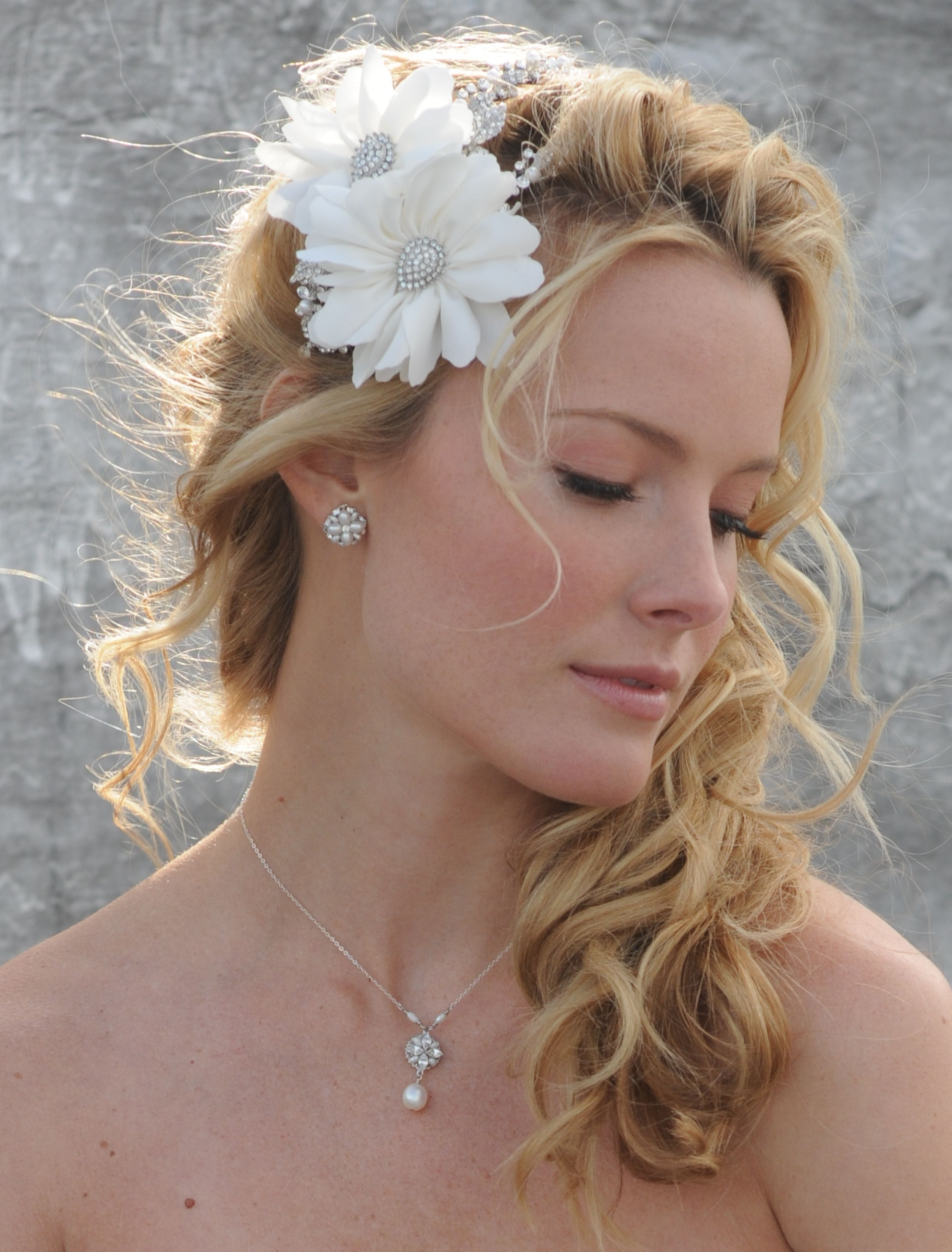 Featured Photo of Pulled To The Side Wedding Hairstyles