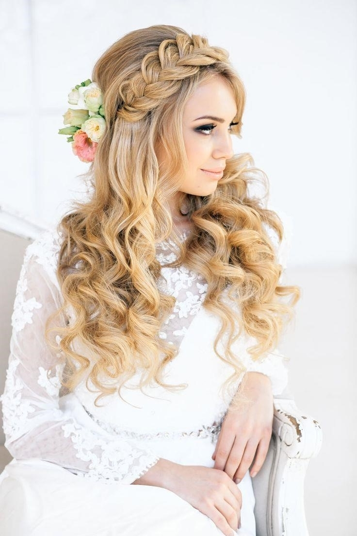 Popular Curls To The Side Wedding Hairstyles Inside Wedding Hairstyles Side Curls Unique Wedding Hairstyles With Curls (View 9 of 15)