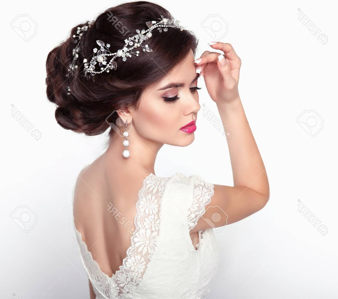 Popular Wedding Hairstyles For Young Brides Intended For Wedding Hairstyle (View 12 of 15)