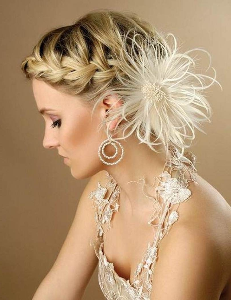 Short Curly Hair Wedding Updos – Beautiful Bride In Short Hairstyle Intended For 2017 Wedding Hairstyles For Short Curly Hair (View 12 of 15)