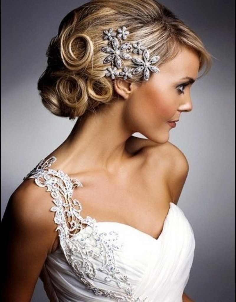 Short Wedding Hairstyles With Tiara And Veil – Hollywood Official Pertaining To Popular Wedding Hairstyles With Veil And Tiara (View 8 of 16)