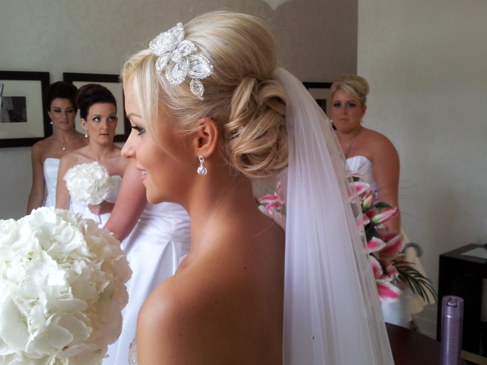 Summer And Spring Hair Styling Tips For A Gorgeous Wedding Hairstyle Pertaining To 2017 Wedding Hairstyles For Short Hair With Veil (View 12 of 15)