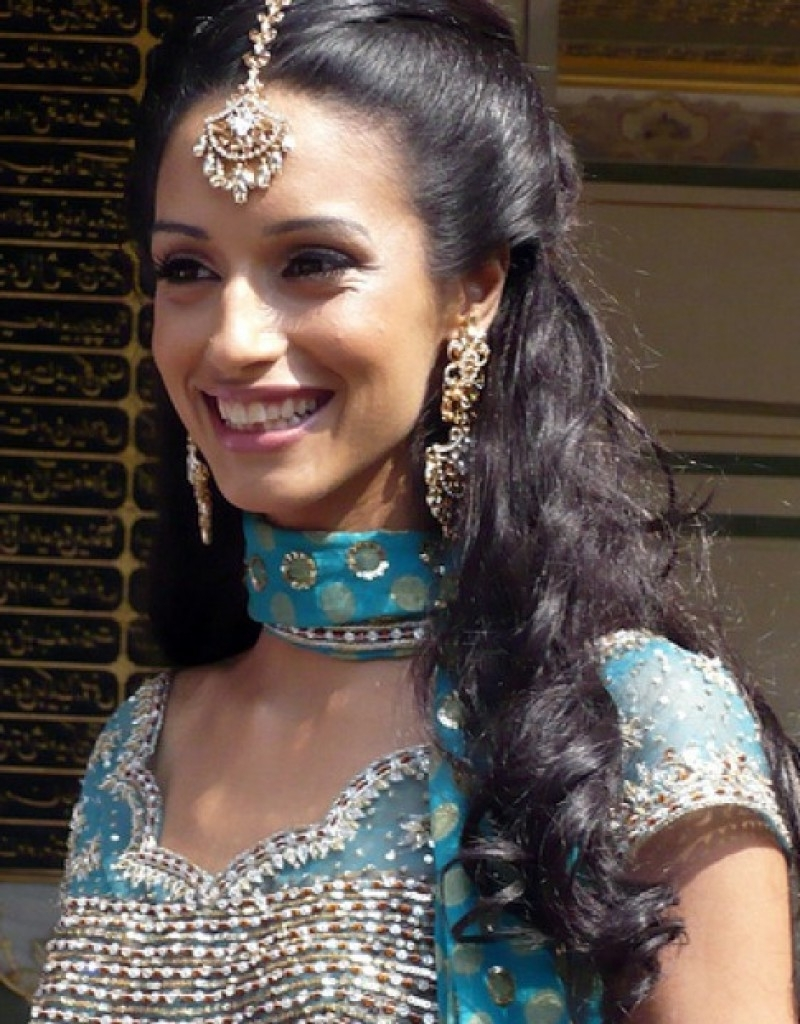This Year Indian Wedding Hairstyles For Beautiful Brides Ladies 2018 Within Most Recent Wedding Hairstyles For Indian Bridesmaids (View 9 of 15)
