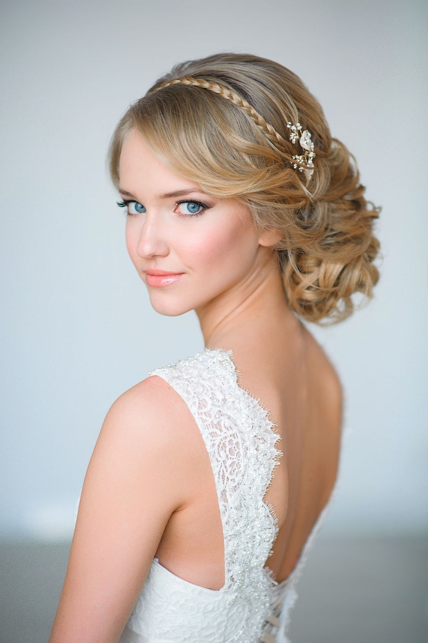 Tulle Pertaining To Well Known Wedding Hairstyles With Headpiece (View 5 of 15)