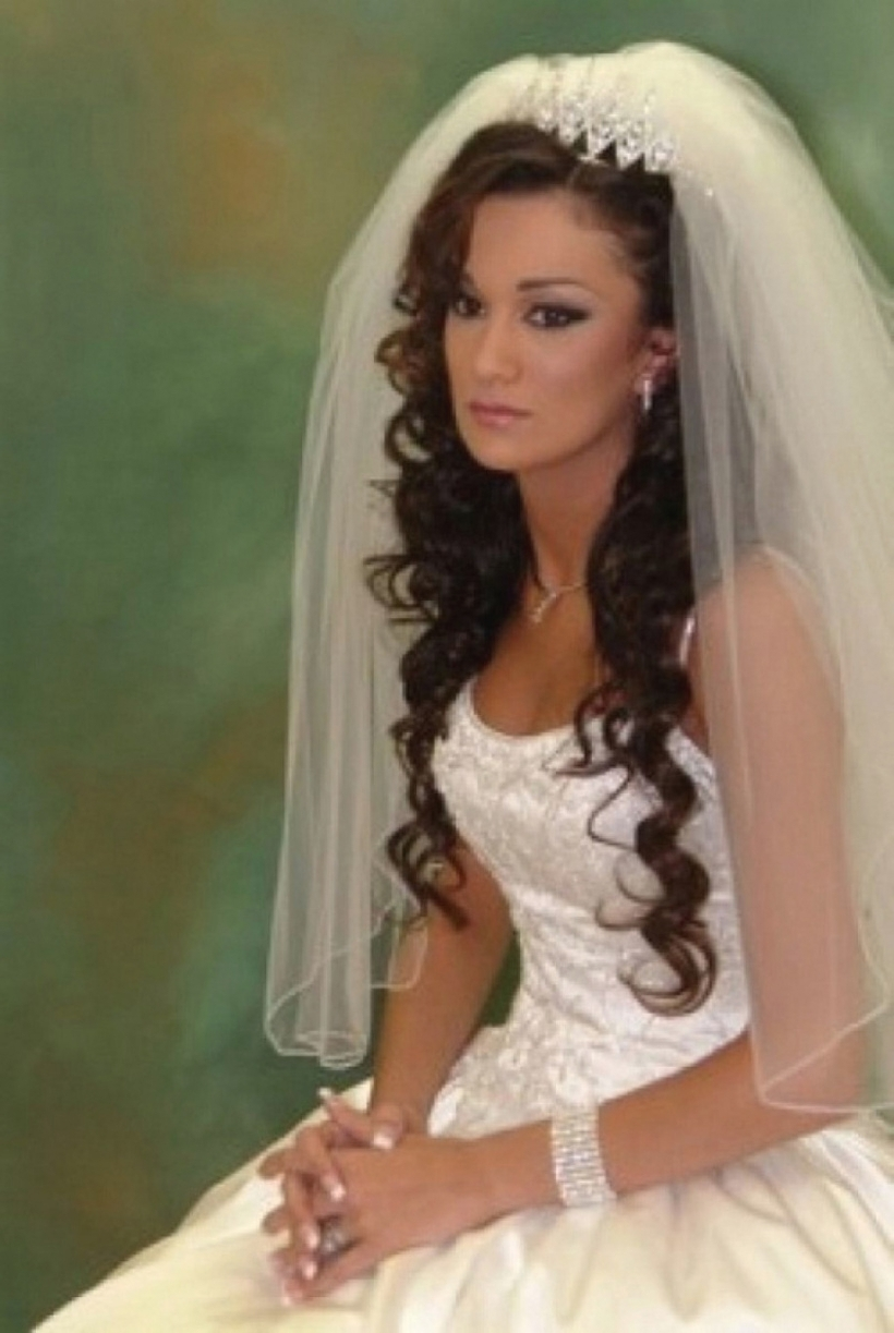 Wedding Hair Down With Veil And Tiara (View 12 of 15)