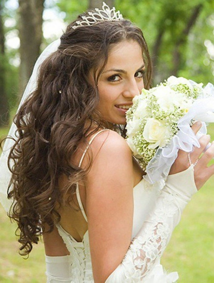Wedding Hairstyles For Long Hair Half Up With Veil And Tiara (View 12 of 16)