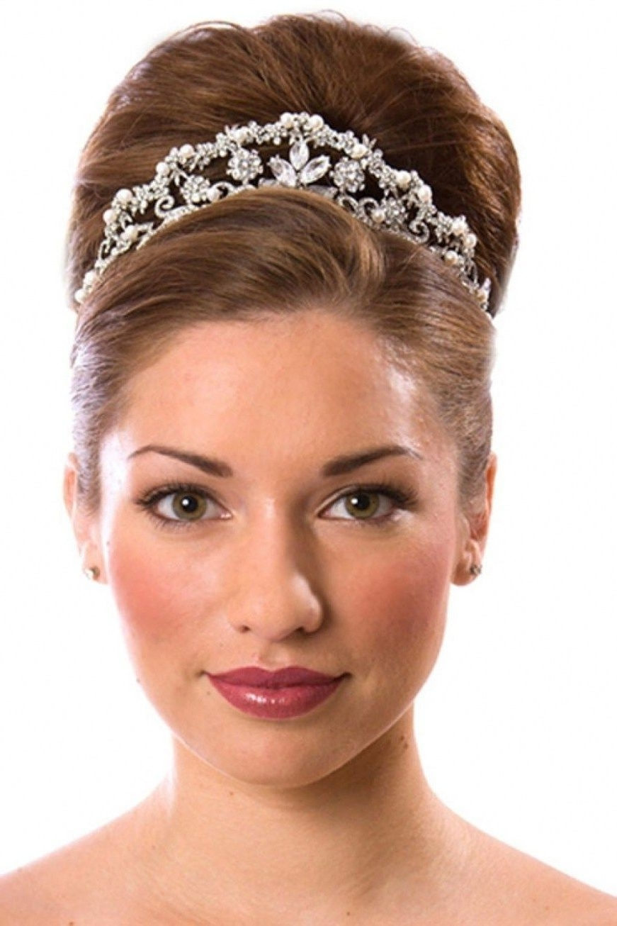 Wedding Hairstyles With Tiara For Medium Length Hair (View 14 of 15)