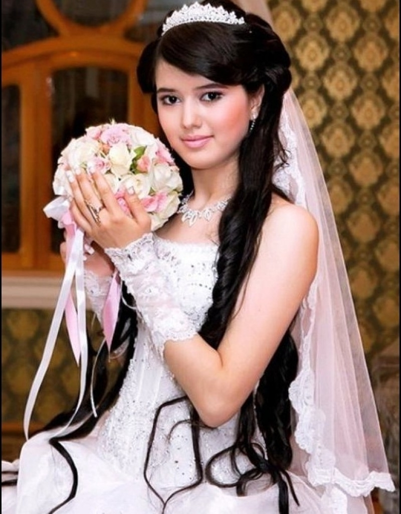 Widely Used Wedding Hairstyles For Long Hair With Veil And Headband With Wedding Veils And Tiaras Hairstyles For Long Hair Hair Bun With Long (View 9 of 15)