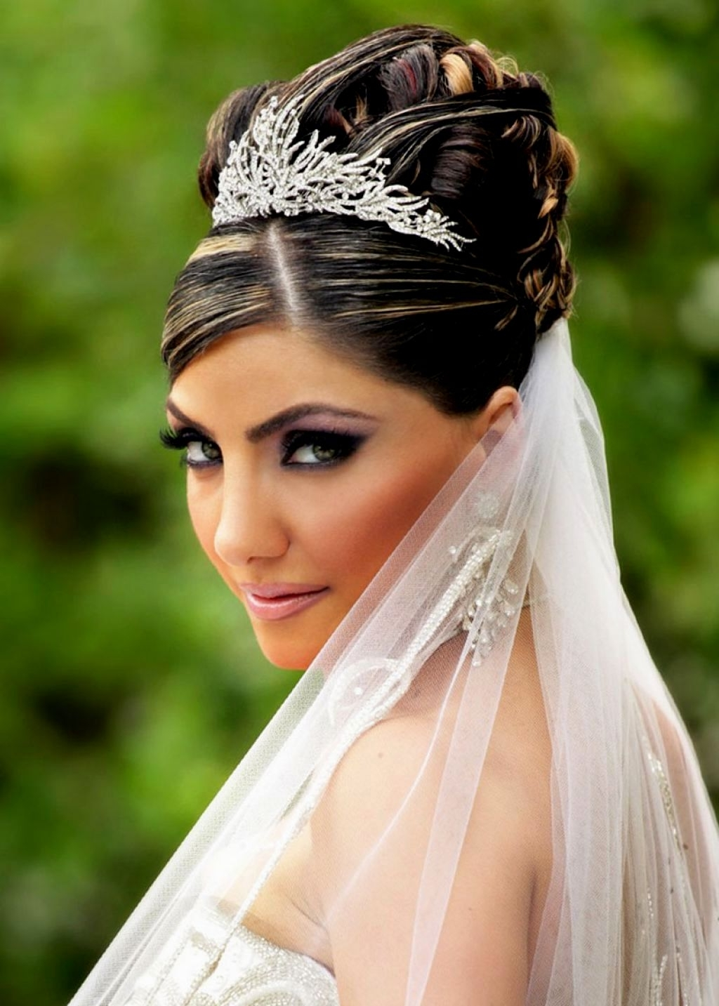Widely Used Wedding Hairstyles For Medium Length Hair With Veil For Bridal Hairstyles Updo With Veil (View 15 of 15)