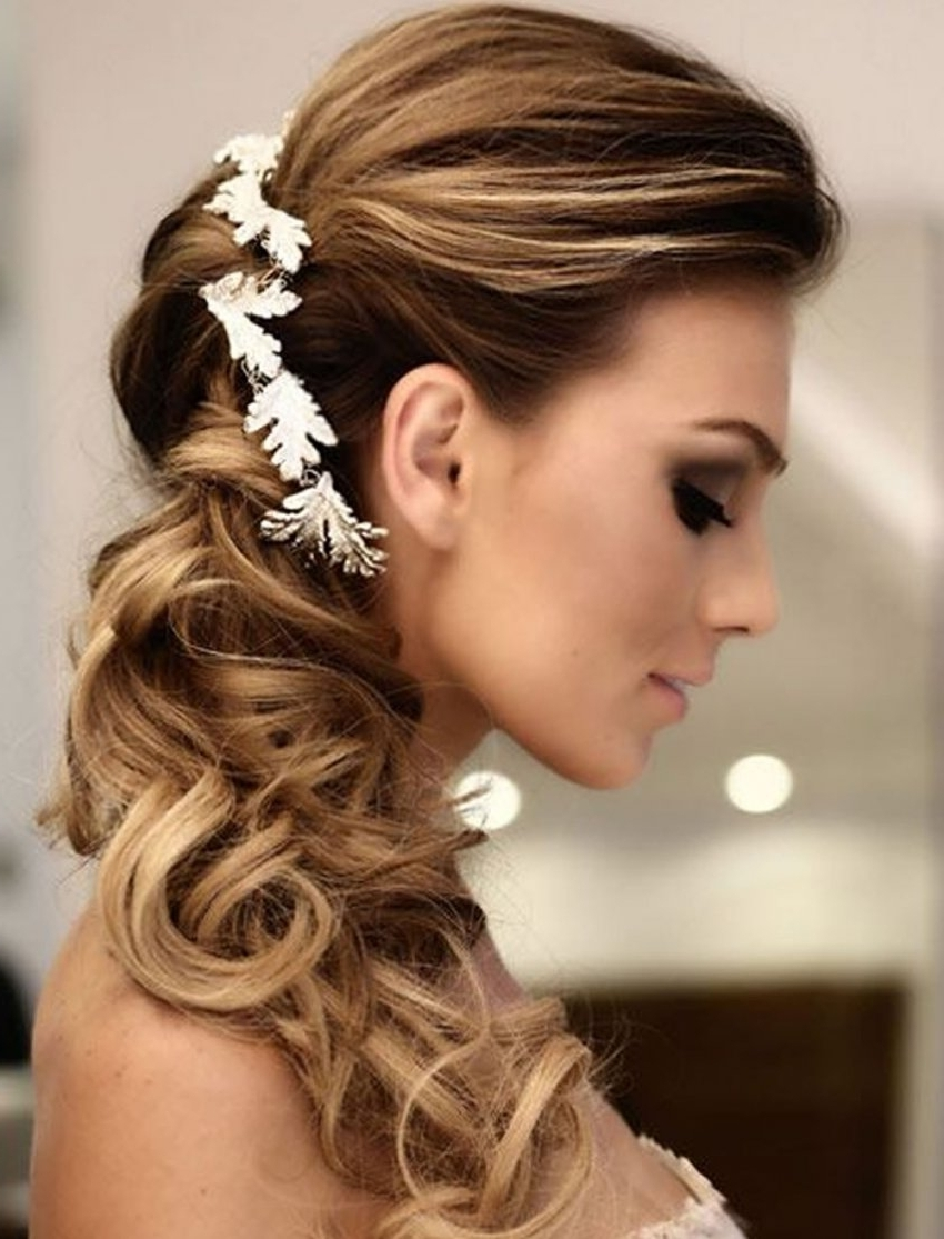 Widely Used Wedding Hairstyles For Oval Face For Very Stylish Wedding Hairstyles For Long Hair 2018 (View 15 of 15)