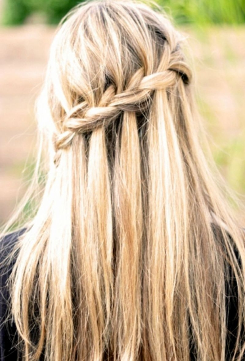 21 Gorgeous Half Up, Half Down Hairstyles (View 1 of 15)