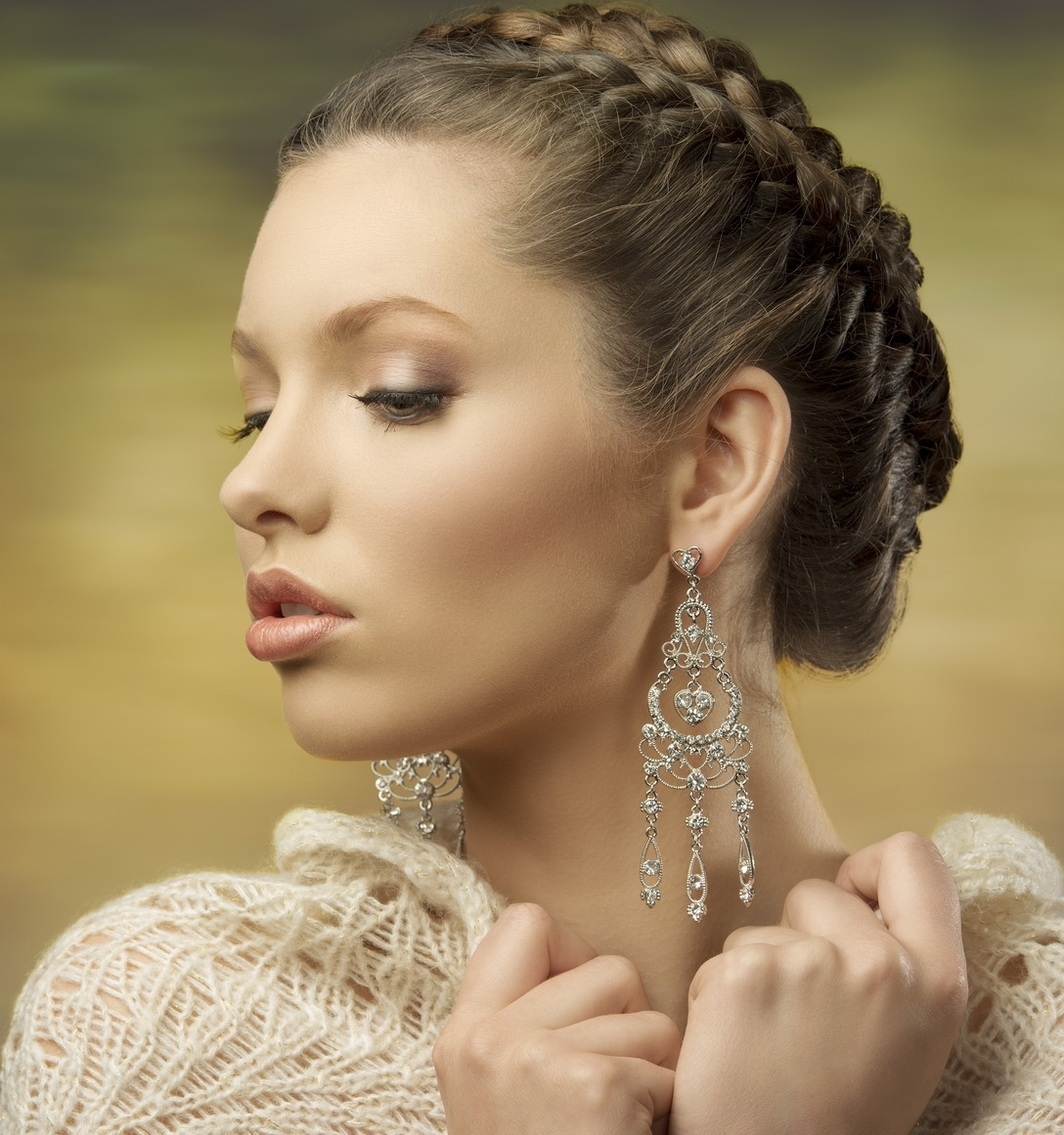 Braided Twist Updo For Oval And Round Faces 2018 Pertaining To 2018 Braided Hairstyles For Round Face (View 11 of 15)
