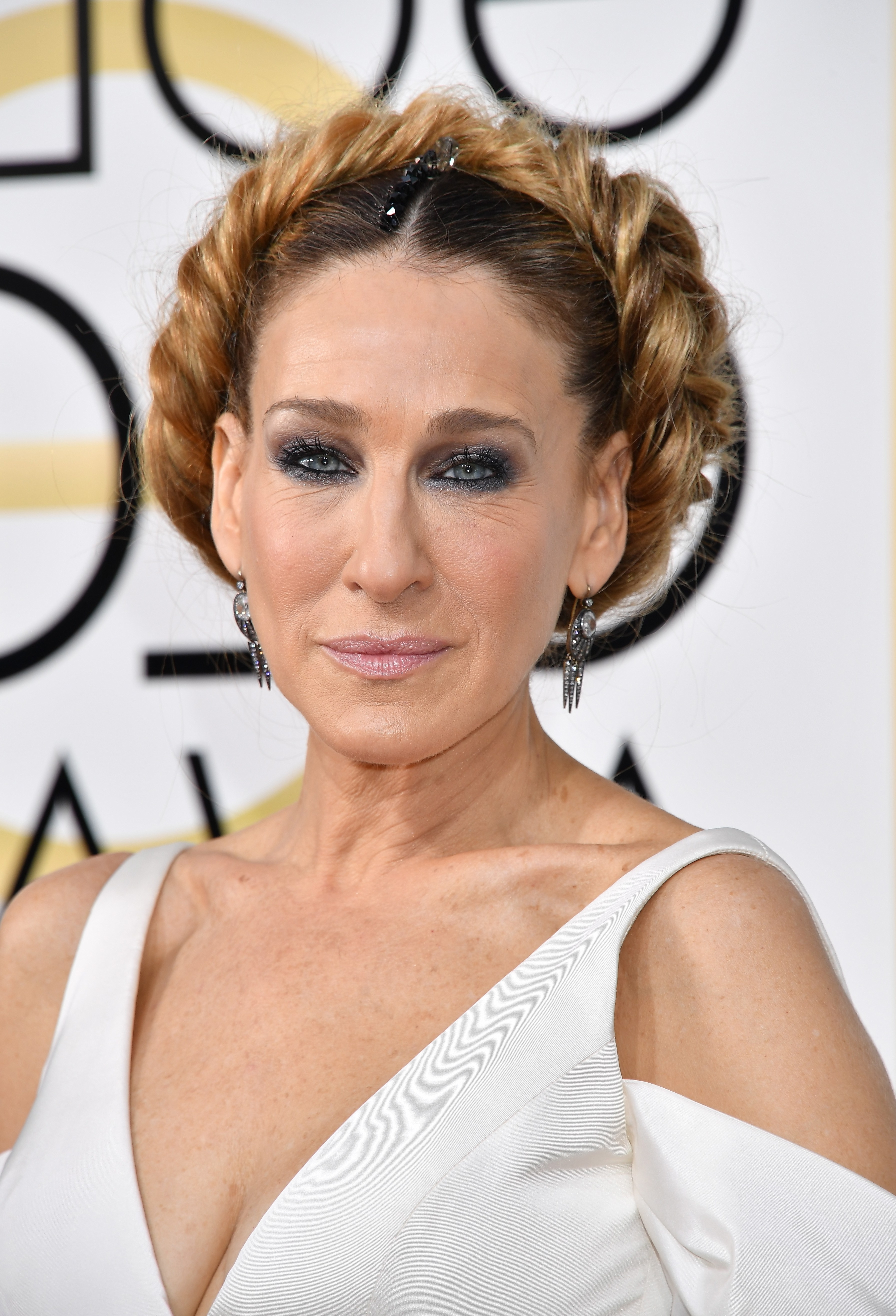 Golden Globes 2017: Sarah Jessica Parker Pays Tribute To Carrie Pertaining To Famous Red Carpet Braided Hairstyles (Gallery 12 of 15)