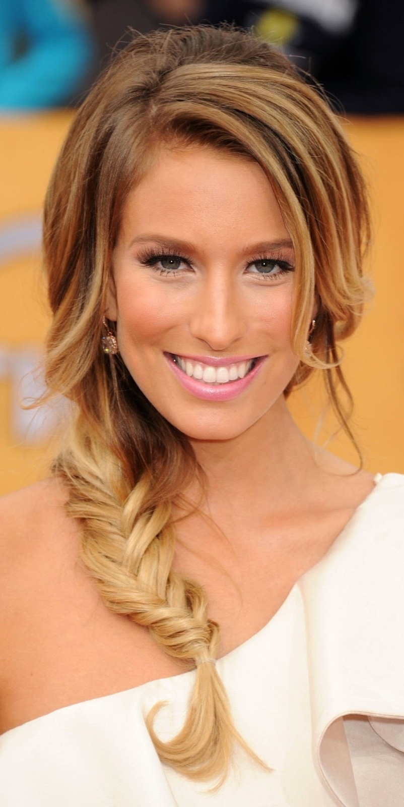 5 Easy Updo's For Mid Length Hair – Women Hairstyles For Fashionable Side Braid Hairstyles For Medium Hair (View 15 of 15)