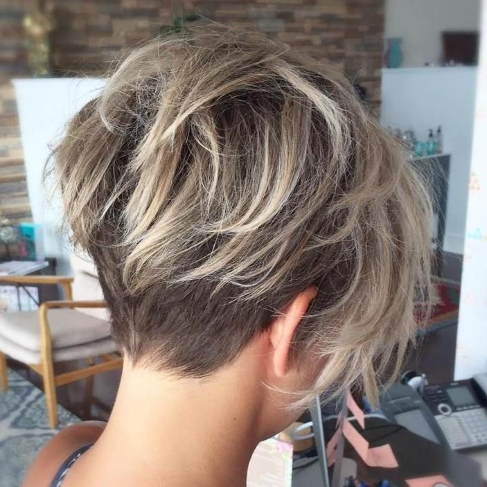 Featured Photo of Shaggy Pixie Haircuts With Balayage Highlights