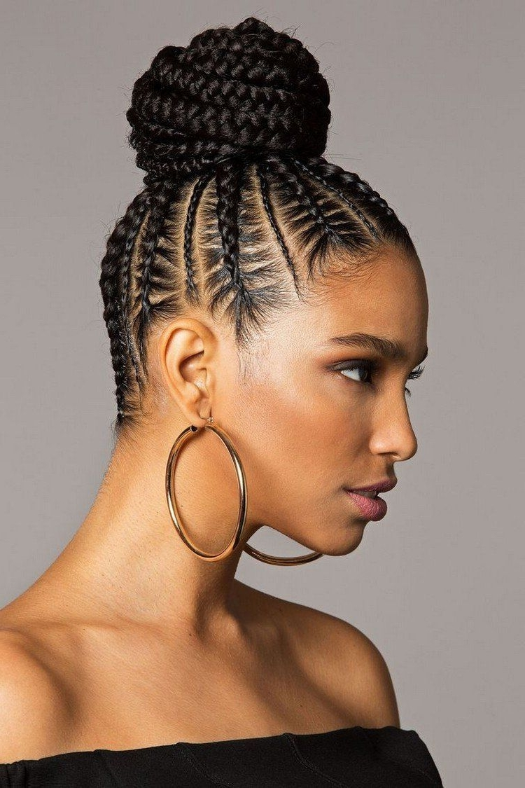 Coiffure Pour Cheveux Bouclés Originale Mini Tresses Plaquées Large In Preferred Mini Cornrows Hairstyles (View 2 of 15)