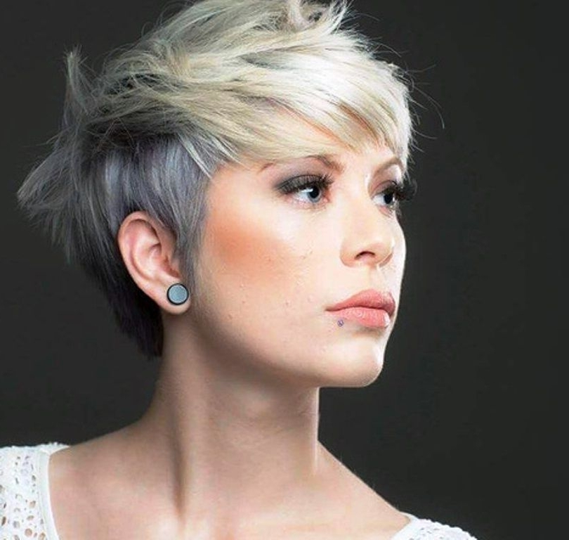 Featured Photo of Ashy Blonde Pixie Haircuts With A Messy Touch