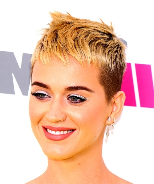 Katy Perry Short Straight Alternative Pixie Hairstyle With Razor Cut Intended For Most Up To Date Finely Chopped Buttery Blonde Pixie Haircuts (Gallery 14 of 15)