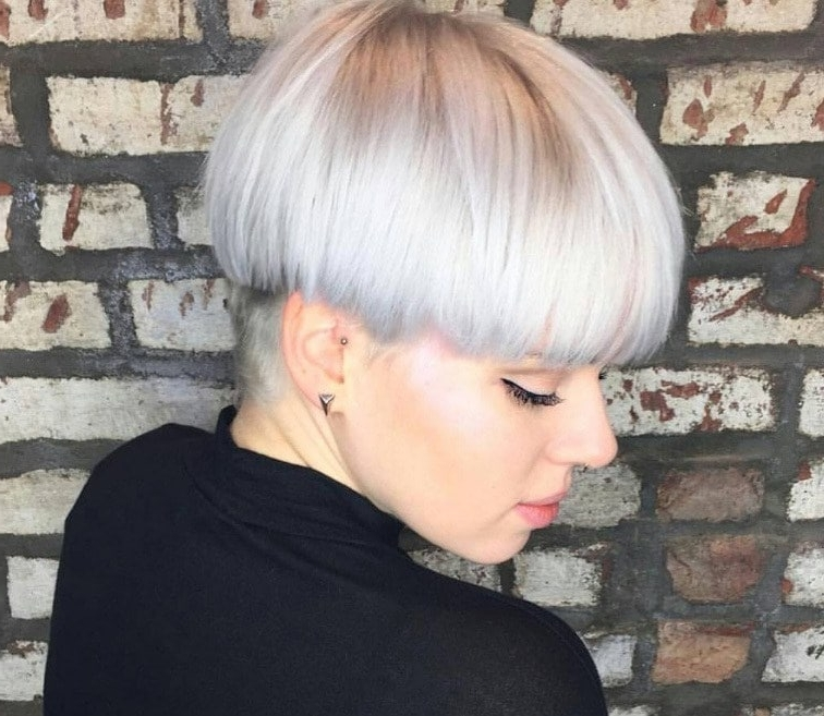 Modern Mushroom Haircut: 15 Styles We Can't Get Enough Of! Within Most Recently Released Choppy Bowl Cut Pixie Haircuts (View 10 of 15)