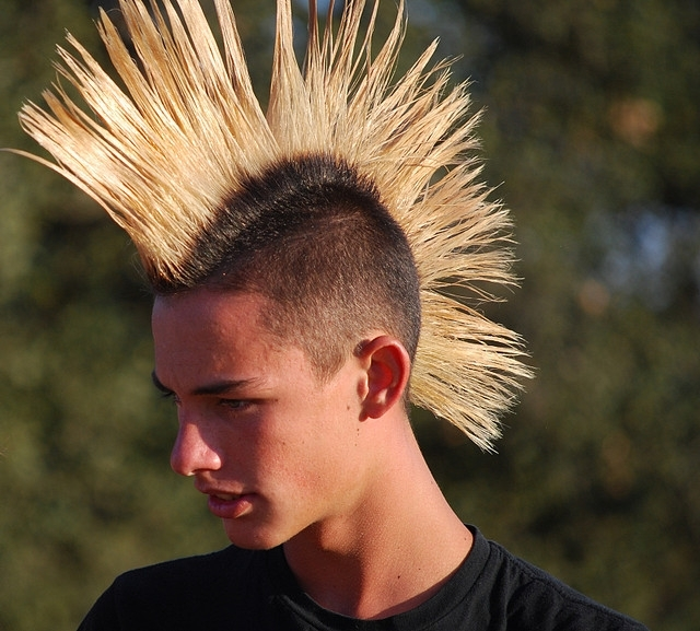 Featured Photo of Spiked Blonde Mohawk Haircuts